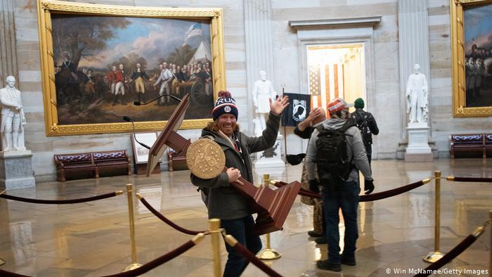 واشنگٹن I نے امریکی کیپیٹل کے خلاف طوفان برپا کیا